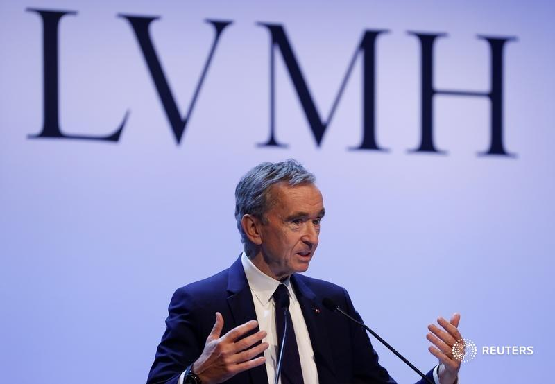 From @Breakingviews: Bernard Arnault just had to have Tiffany when times were good. But when COVID-19 hit, the LVMH boss got buyer's remorse, writes @rob1cox. Read his full column https://t.co/yOdZciQLjk https://t.co/P9YSJoA92w