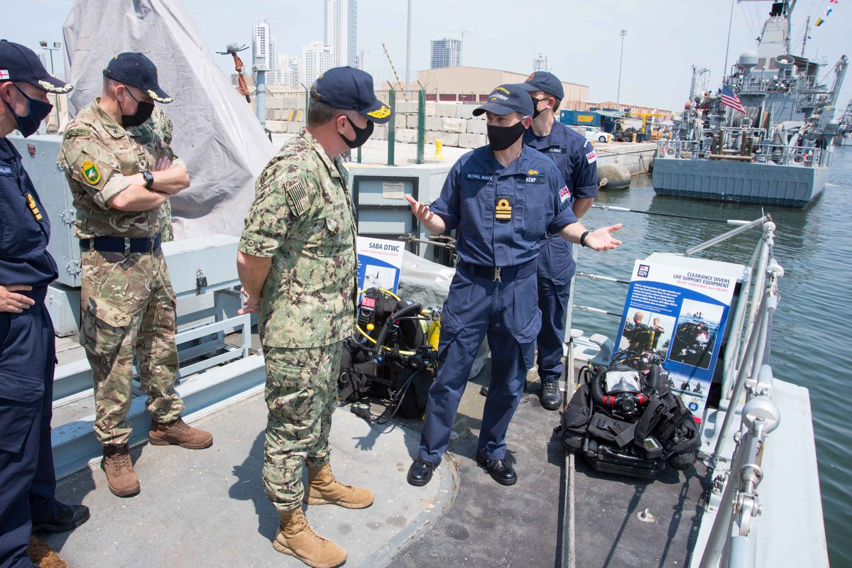 SHOREHAM welcomed VAdm Sam Paparo @USNavy, Commander @US5thFleet for a capability demonstration. Did you know that we specialise in minehunting at depth and boast some of the most highly trained MCM professionals in the @RoyalNavy? VAdm Paparo does! Thanks, sir! #ReadyTogether