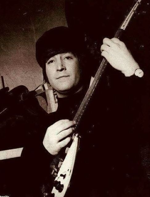 RT @izumiman1961: #JohnLennon https://t.co/io5DSqSvKP