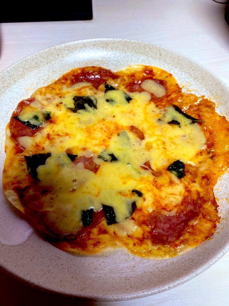 餃子の皮を使ってフライパンで焼いたピザ!自分が怖くなるほど美味しそう!