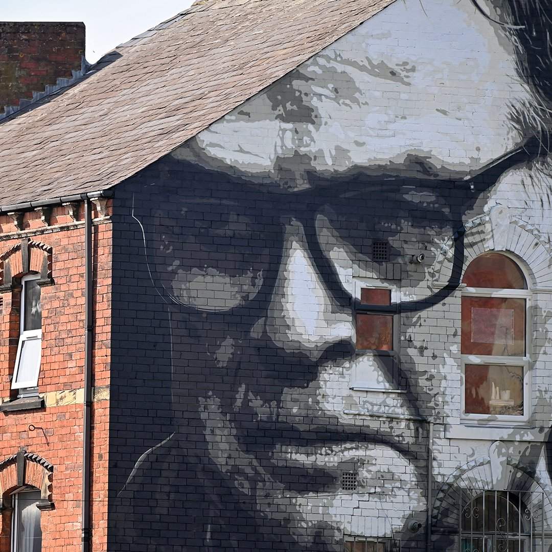 'A man with new ideas is a madman, until his ideas triumph.'  A mural of Marcelo Bielsa in Leeds 📸 https://t.co/hapQdPrZFz