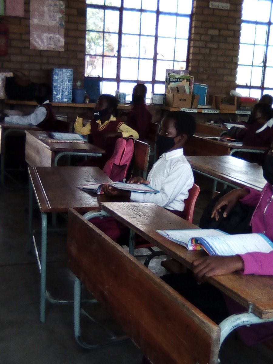 #GWF in school helping the grade 4's in English and Math #EducationRevolution @HuntDLC1 @GwfOnline https://t.co/hZj9QFd1Yi