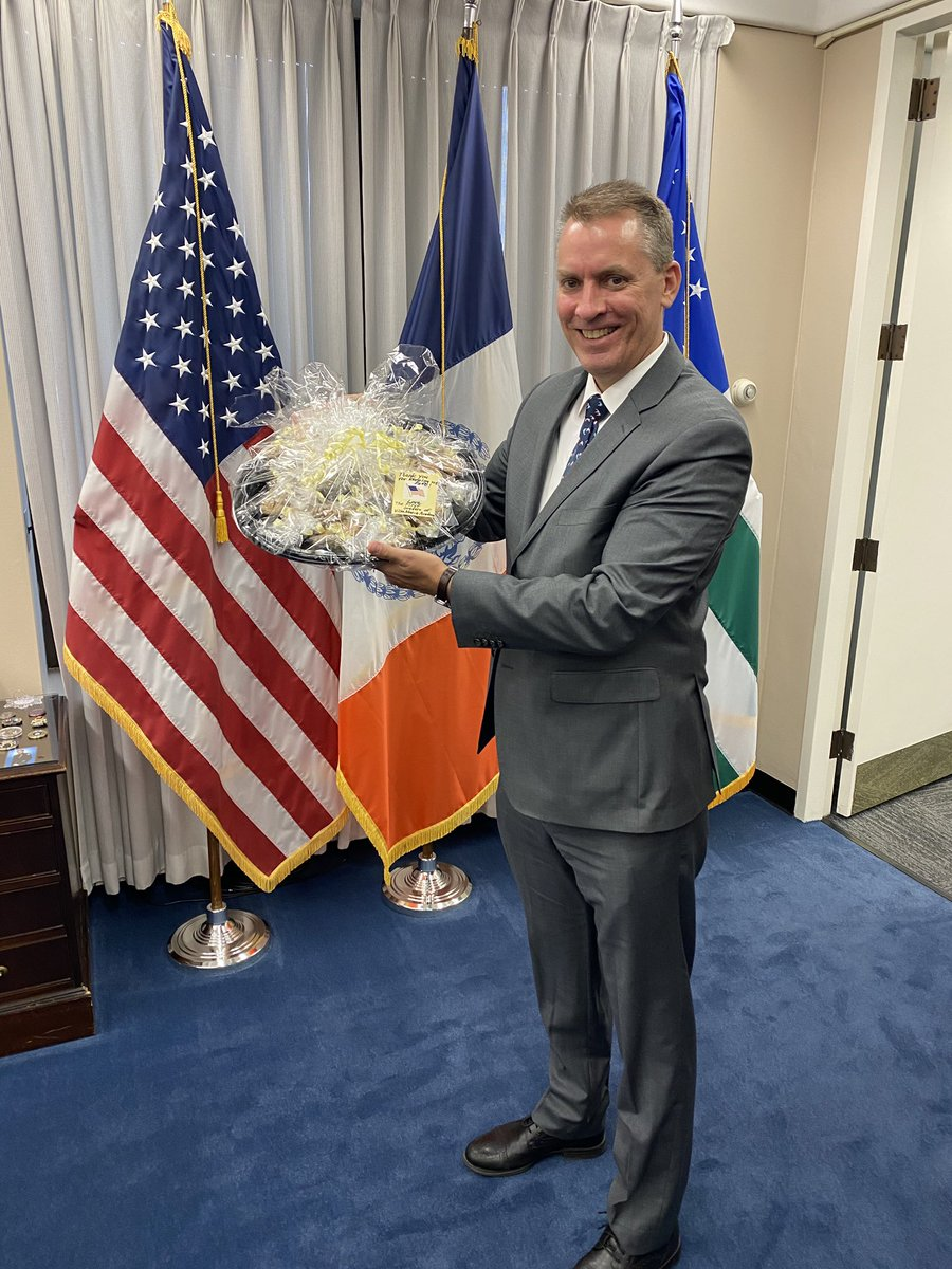 A huge thank-you to the 1st graders at Villa Maria Academy (@VillaMaria3335) in the Bronx — they've upheld a wonderful tradition around 9/11 of sending the NYPD delicious cookies &, more importantly, their heartfelt support.  Thank you — we feel the love! https://t.co/C4oKdF8znk