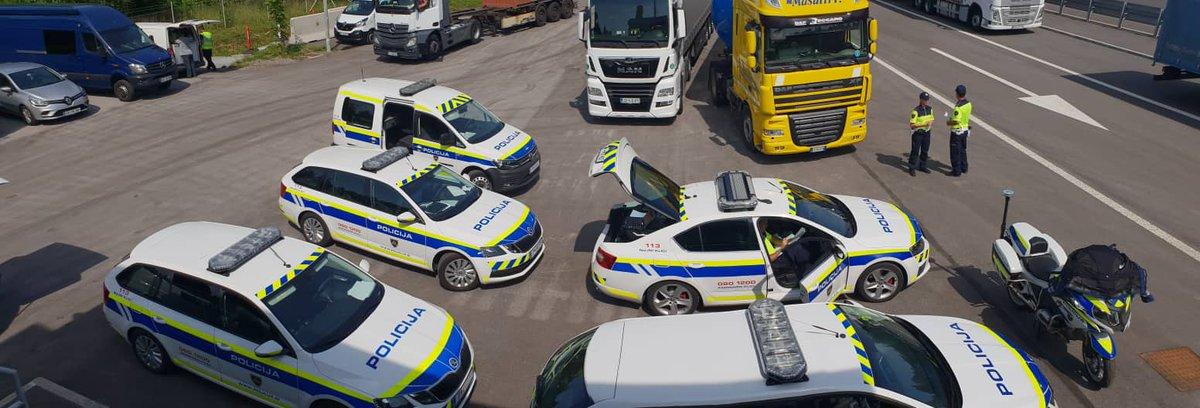 Slovenska policija se pridružuje vseevropski akciji Pozornost naj bo na cesti, ki jo koordinira @roadpol_eu in je namenjena ozaveščanju voznikov o nevarnosti uporabe mobilnih telefonov med vožnjo. Poostreni nadzor bo potekal tudi pri voznikih tovornih vozil.  #ROADPOLSafetyDays https://t.co/etgas2LNEw