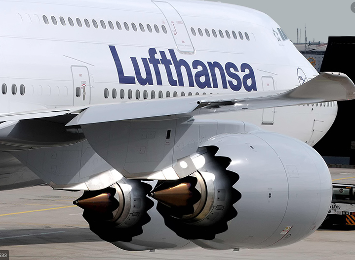 """BREAKING @Lufthansa CEO Carsten Spohr now on fleet: """"The only four-engine aircraft with a future is the #Boeing747-8."""" Phase out of #A340-600 and 747-400 will come soon #avgeek https://t.co/MaKTasWsRe"""