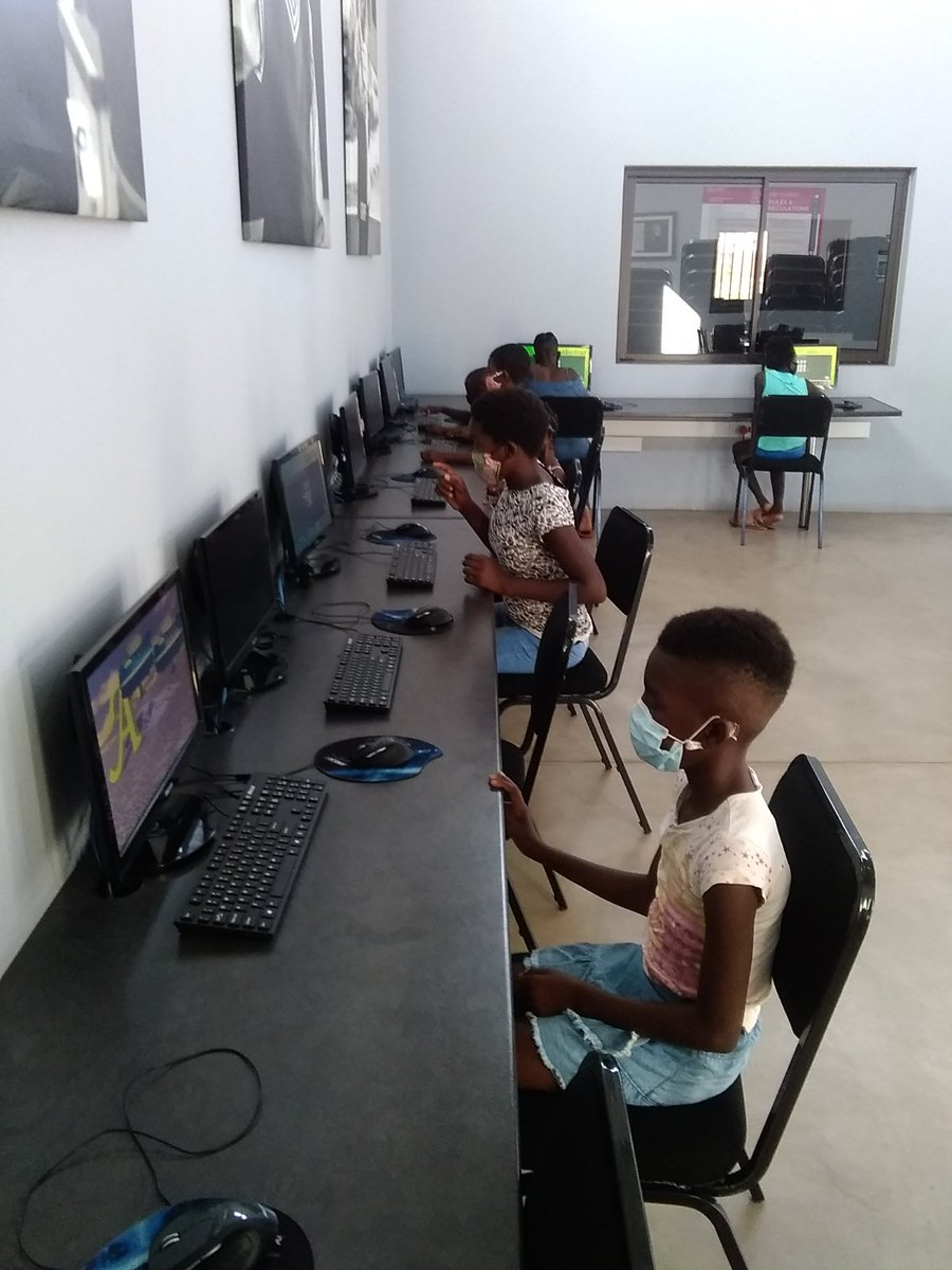 #EducationRevolution @DumphrieDLC afternoon classes with the grade5 learners from Mahlahluva practicing Math on the computers @GwfOnline https://t.co/PQnBSIVWsZ