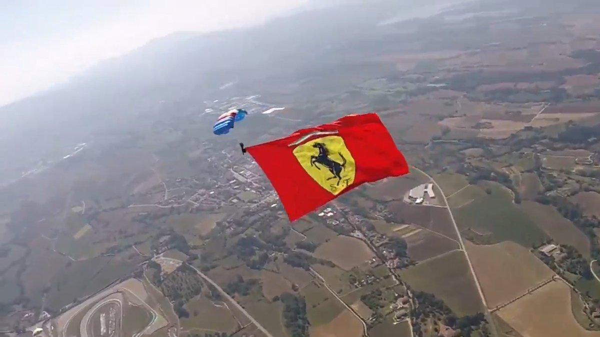 📻 𝙋𝙀𝙍𝙈𝙄𝙎𝙎𝙄𝙊𝙉 𝙏𝙊 𝙇𝘼𝙉𝘿 🪂  The perfect view of Mugello ahead of the start of our 1000th Grand Prix in #F1 🇮🇹 😍  Grazie @Esercito 🙏   #essereFerrari 🔴 #TuscanGP #SF1000GP 🏁