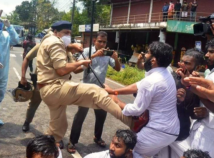 Keralas Communist Govts Ministers & senior officials are being probed by various agencies in international gold smuggling scandal. Instead of taking responsibility & resigning,CM @vijayanpinarayi is unleashing police brutality on BJYM karyakartas. Highly Deplorable & Shameful!