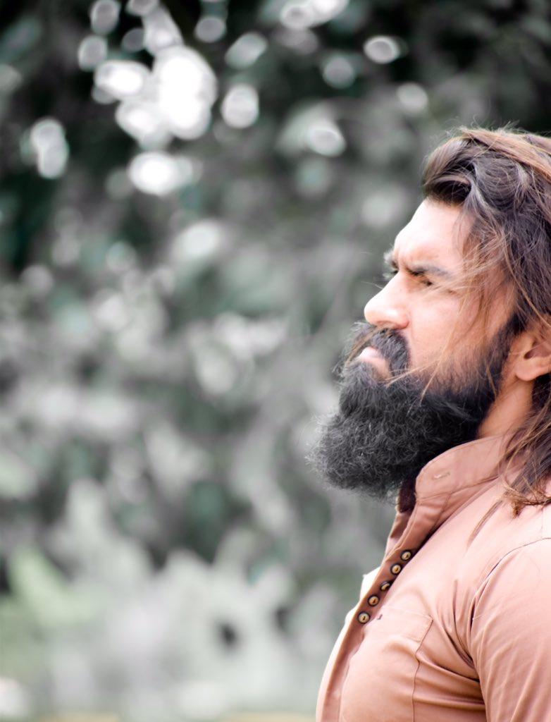 Look ಸೈಲೆಂಟ್ Style ವೈಲೆಂಟ್ ನಾವು ಯಾವಾಗ್ಲೂ Different 🔥🔥 #nimmayash #ekanathkrrish #rockingstaryash #kgf #Rocking https://t.co/Wlngb6Eu0U