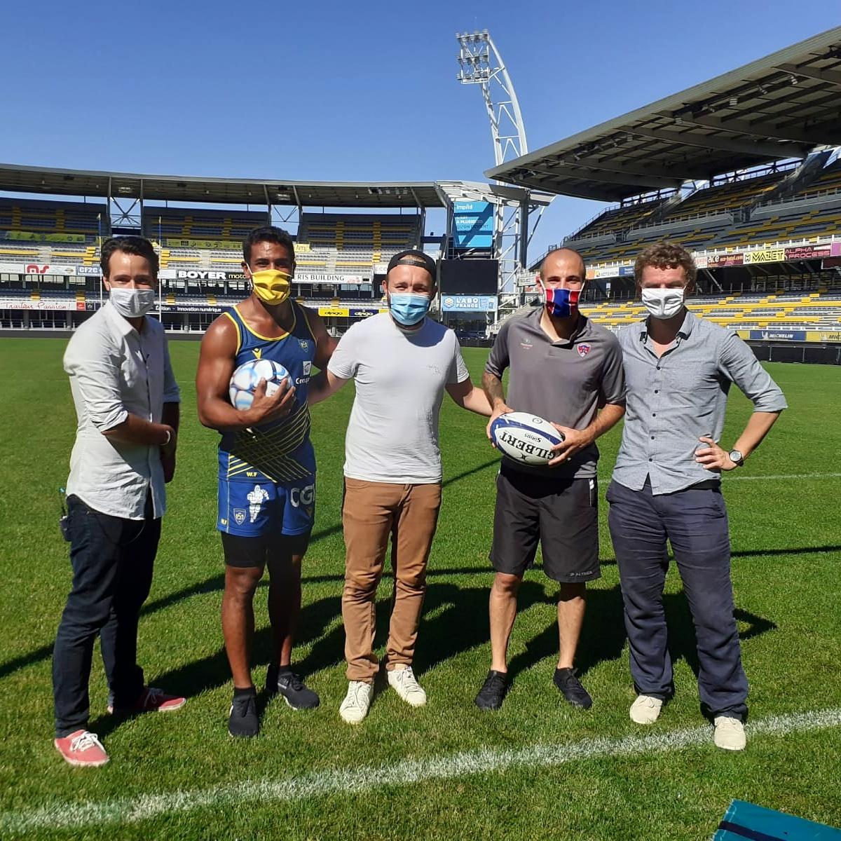 ⚽️🏉 Ça se voit pas trop mais on a le sourire ! Tournage foot/rugby très sympa avec les Clermontois @wesleyfofana et @GastienJohan ! Merci pour votre bonne humeur messieurs et aux 2 clubs d'avoir joué le jeu 🤜🤛 https://t.co/F92LksNVNw https://t.co/89vsImgVFb