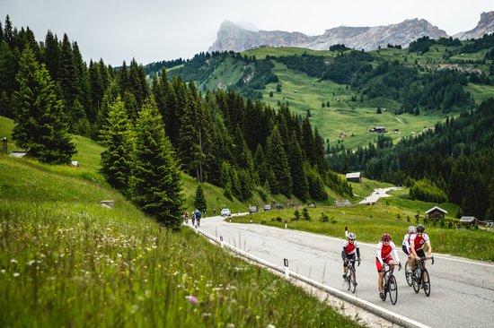 #DolomitesBikeDay: the Campolongo Pass, the Falzer...