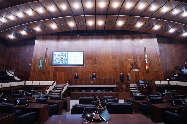 Gaúcho vota a favor do parcelamento do IPVA: https://t.co/ErTN5M7LkG  #gauchodageral #gauchodors #gauchodeputado #assembleialegislativa https://t.co/Lgeob43Jrj