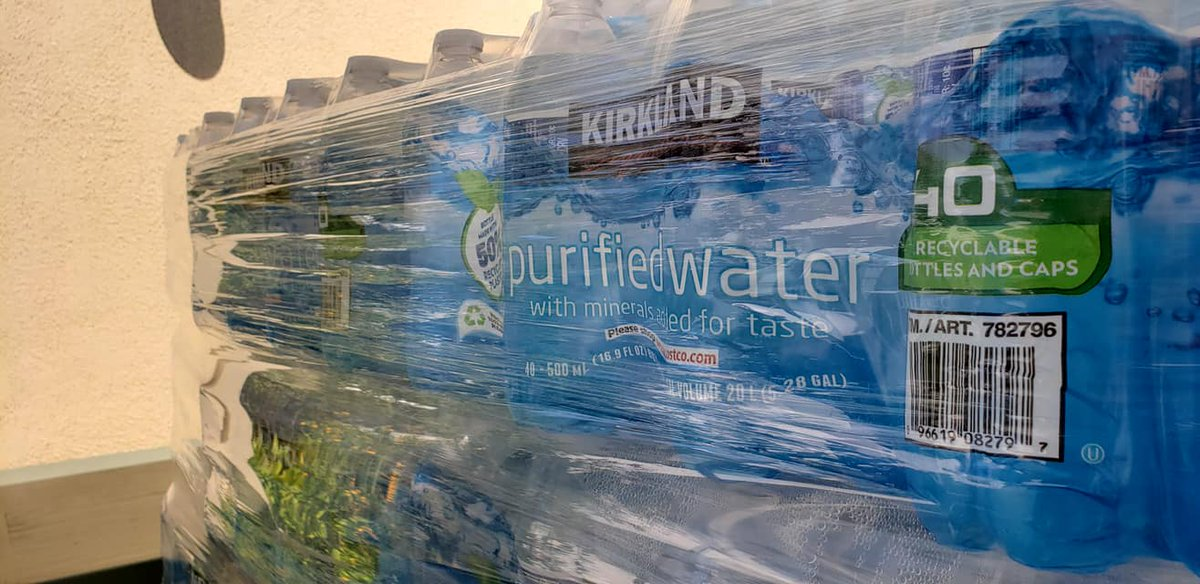 Shout out to @Storiesfront on #ThankfulThursday for the critical donation of water! Clean water is a basic human need yet it is not accessible for our neighbors with no home. No kitchen. No faucet. So THANK YOU #StoriesFromTheFrontlines! #water #WaterIsLife #costco #stayhydrated