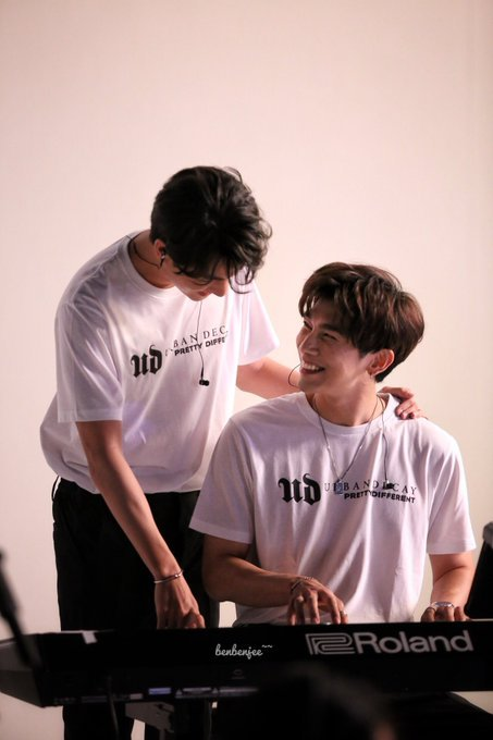 The biggest indication of MewGulf's love for each other are perhaps their eyes, because eyes have the ability to express real and raw emotions. When they look at each other it's like the world around them stops and everyone can see what a beautiful relationship they have.