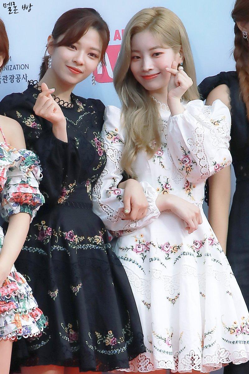080119 MGMA Red Carpet 2019  This is my favorite day for Dahyun and Jeongyeon 💚  (새 컴퓨터의 포화상태 때문에 이 사진들을 편집하는 일을 잘 했는지 모르겠다... ><)  #TWICE #트와이스 #정연 #JEONGYEON #ジョンヨン  #다현 #DAHYUN #ダヒョン  #다정 https://t.co/Sr1zxnwvRL