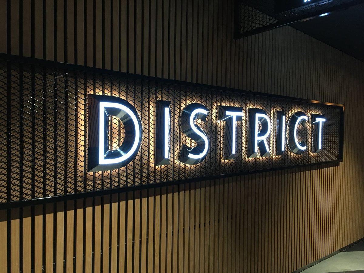 District, le foodcourt nouvelle génération des @3fontaines,  a ouvert ses portes ! 1re étape de la restructuration d'ampleur des 3 Fontaines (Cergy), District regroupe 14 restaurants ouverts 7j/7 au sein d'un espace de 3600m2 au design lumineux, chic et urbain. #Retail #foodcourt https://t.co/oljiaJTqHi