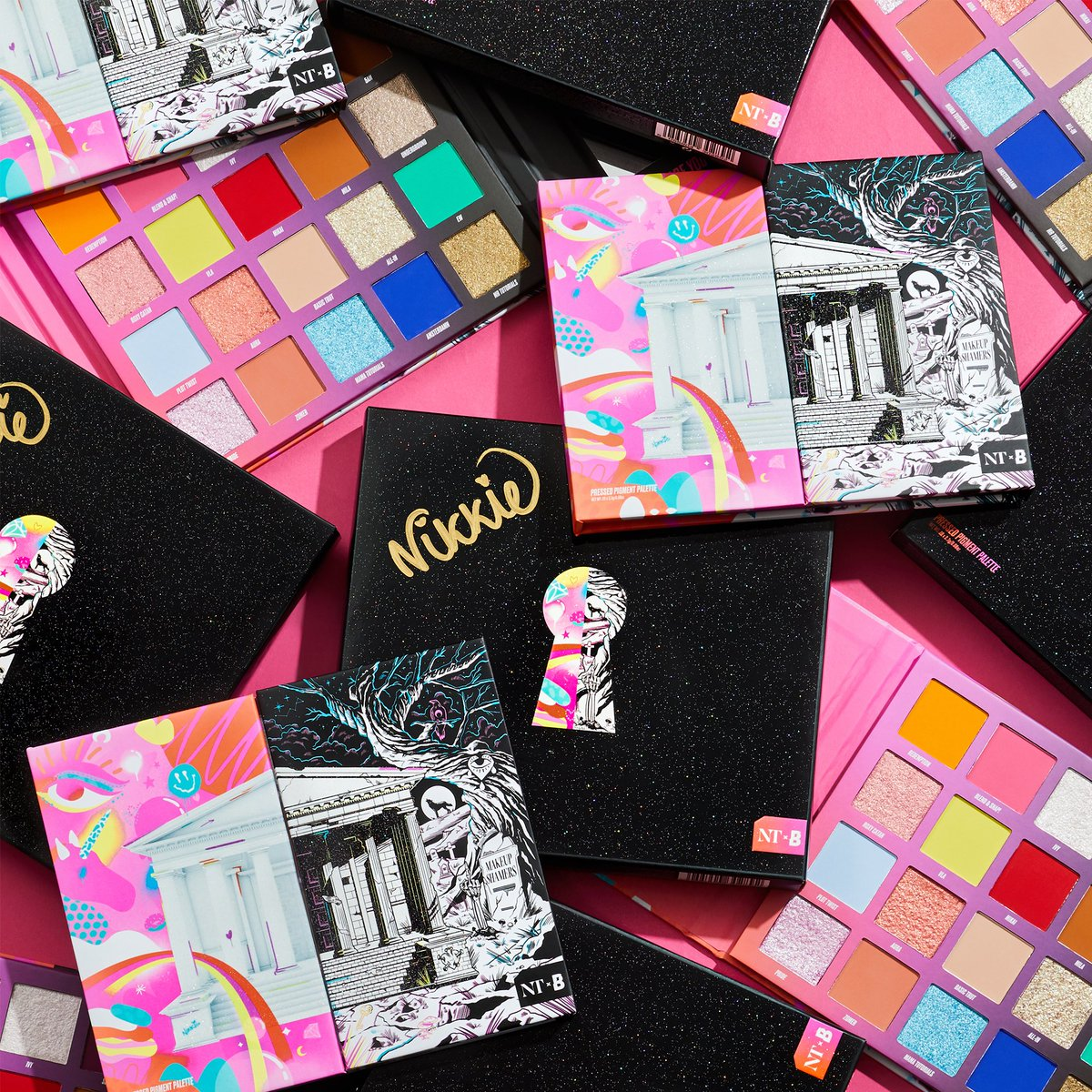 🚨 WANNA WIN 🚨   We've got a limited amount of SIGNED #NikkieTutorialsxBEAUTYBAY Palettes to give away 🤩🙌🌈🔥   All ya gotta do is: - Like & RT this pic 💖 - Make sure you're following @beautybay ⚡ - Comment '💥' below 🙌  T&C's: https://t.co/YoCZyJ2Wv4 https://t.co/vZQizMsCVZ
