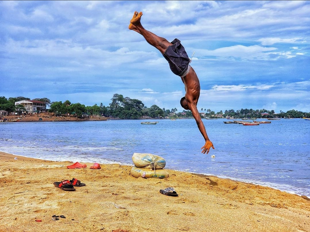 A little rush of adrenaline never hurt anyone. 🤸‍♂️Happy weekend everyone!  IG: 📸 TiniePixel     #IPCTravelAgency #SierraLeone #yourguidetosierraleone #Salone #SaloneTwitter #Tourism #Travel #TravelToday #Beach #BeachVacation https://t.co/59uCgFdhUJ
