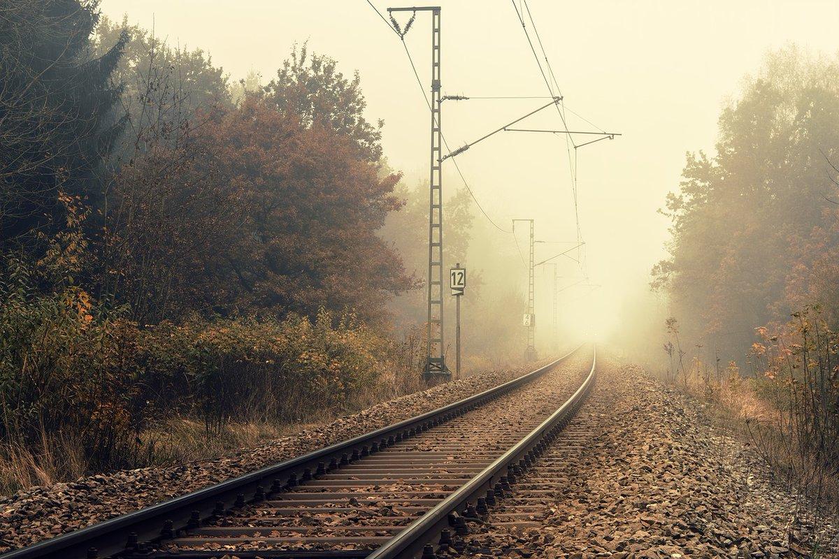 Da bi bila vožnja z vlakom in prehajanje železniške proge varna, bosta med 7. in 14. sept. 2020 Policija in Slovenske železnice s skupno preventivno akcijo, ki jo koordinira RAILPOL, opozarjali na pravilno obnašanje v vlakih in na nivojskih prehodih.   https://t.co/K2W5rrLHyy https://t.co/NegoT3m8fI