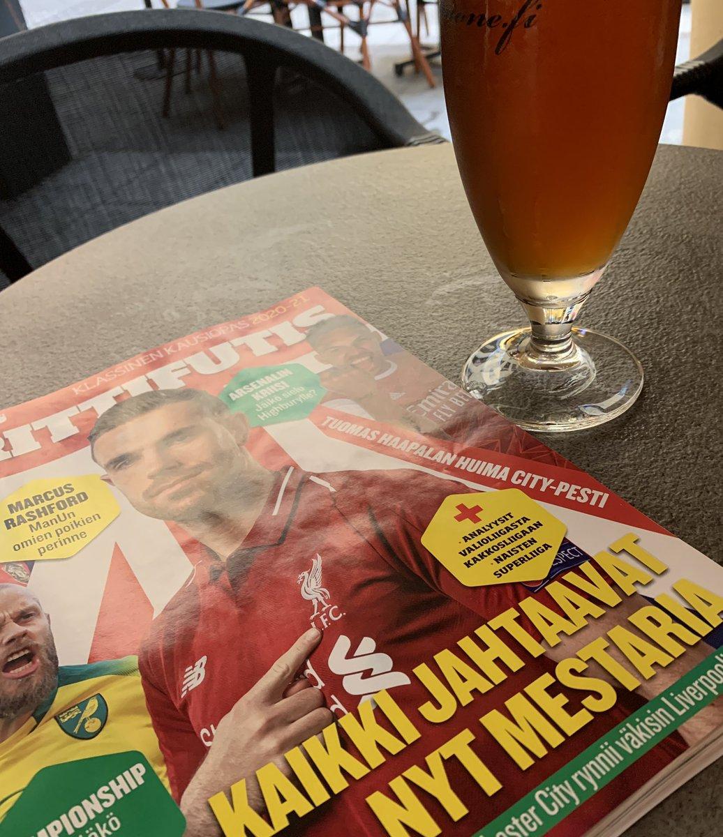 Terassi, olut ja uusi @Urheilulehti #brittifutis  Tässähän pääsee tunnelmaan! https://t.co/8mQEOQM6IA
