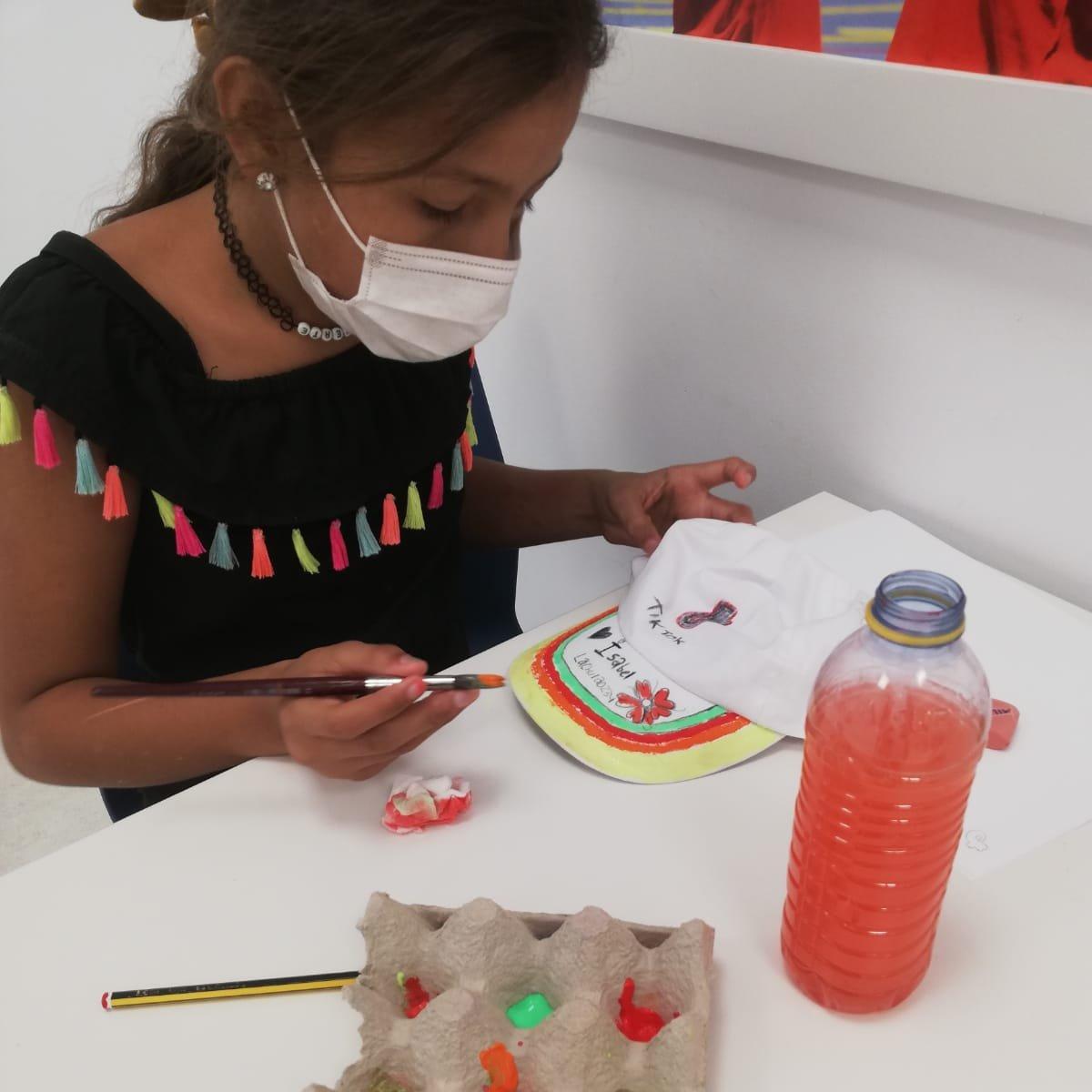 ¿Cómo sería tu gorra personalizada? Los niños y niñas de la escuela de verano del Centro #FundaciónRafaNadal de #Valencia han creado sus propios diseños, ¡y nos encantan! 🧡💚 https://t.co/lA36pb25yN