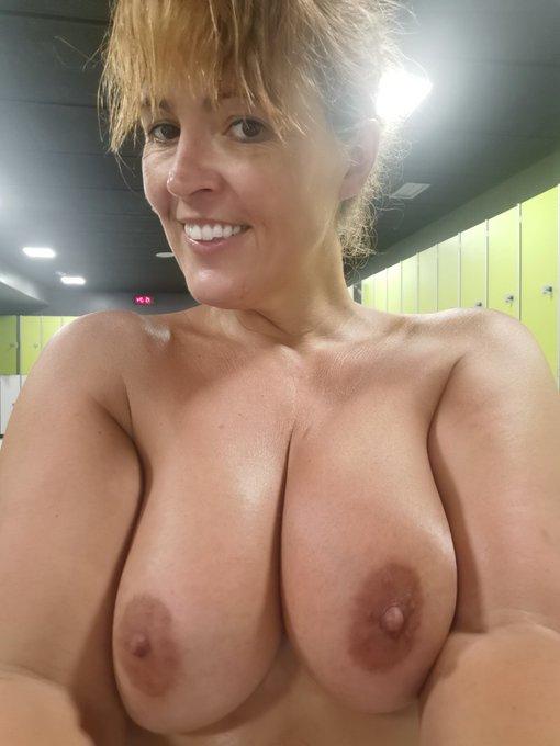 Te gustan mis tetitas así de morenita? Do you like my brown tits? https://t.co/Tcj4syaOk6 https://t.