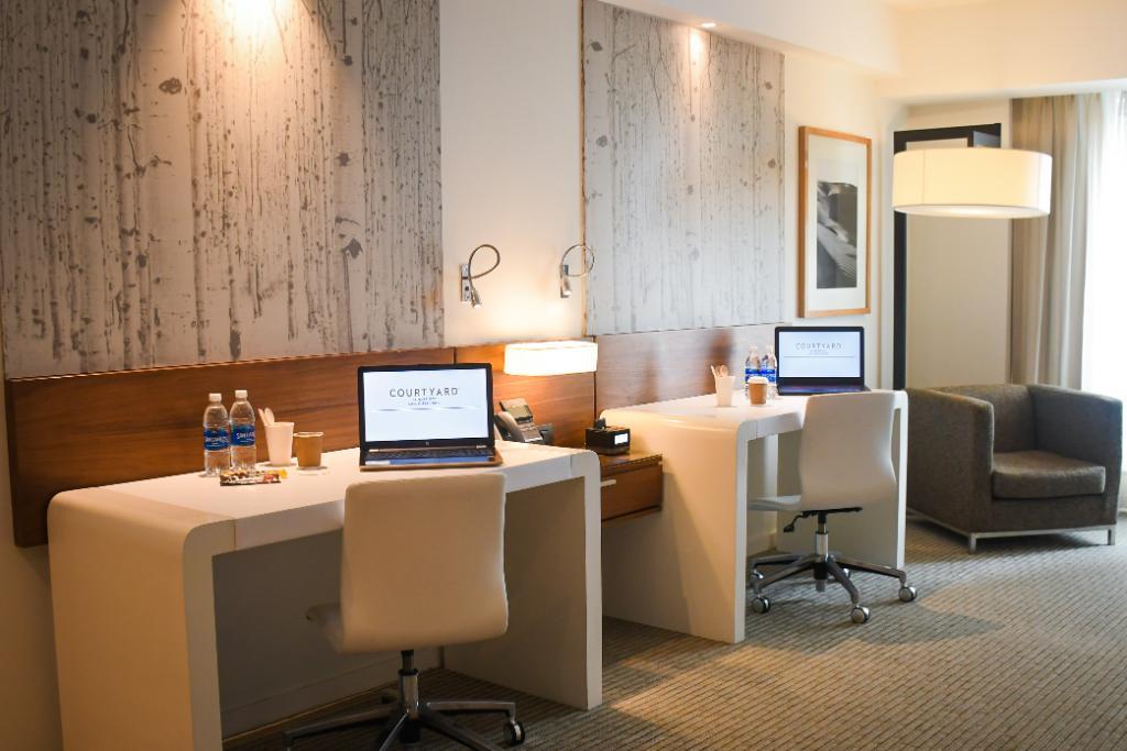 ¡Deja que tus ideas fluyan en nuestro Room Office desde USD59 el día! Incluye: ✅ Habitación City View ✅ Internet de alta velocidad ✅ Coffee Kit ✅ Estacionamiento ¡Y más!   Informes: https://t.co/s0UcfCt76N Reservas: reservations.peru@marriott.com https://t.co/zVWF4dTGEP