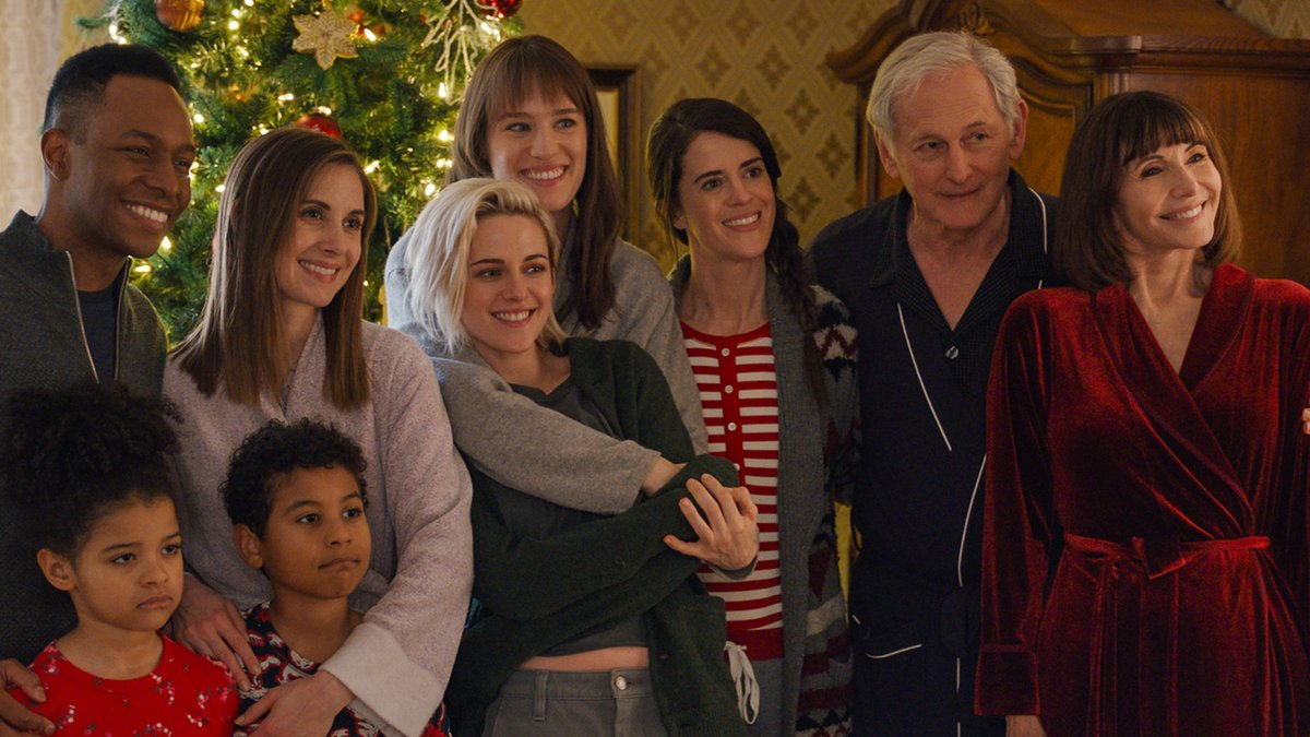 This holiday, Come Out and meet the family. 🎁👭 #ICYMI, check out our first look at #HappiestSeason! Don't miss the comedy event of the season, in theaters this Thanksgiving. https://t.co/rxL2OWP3Jz