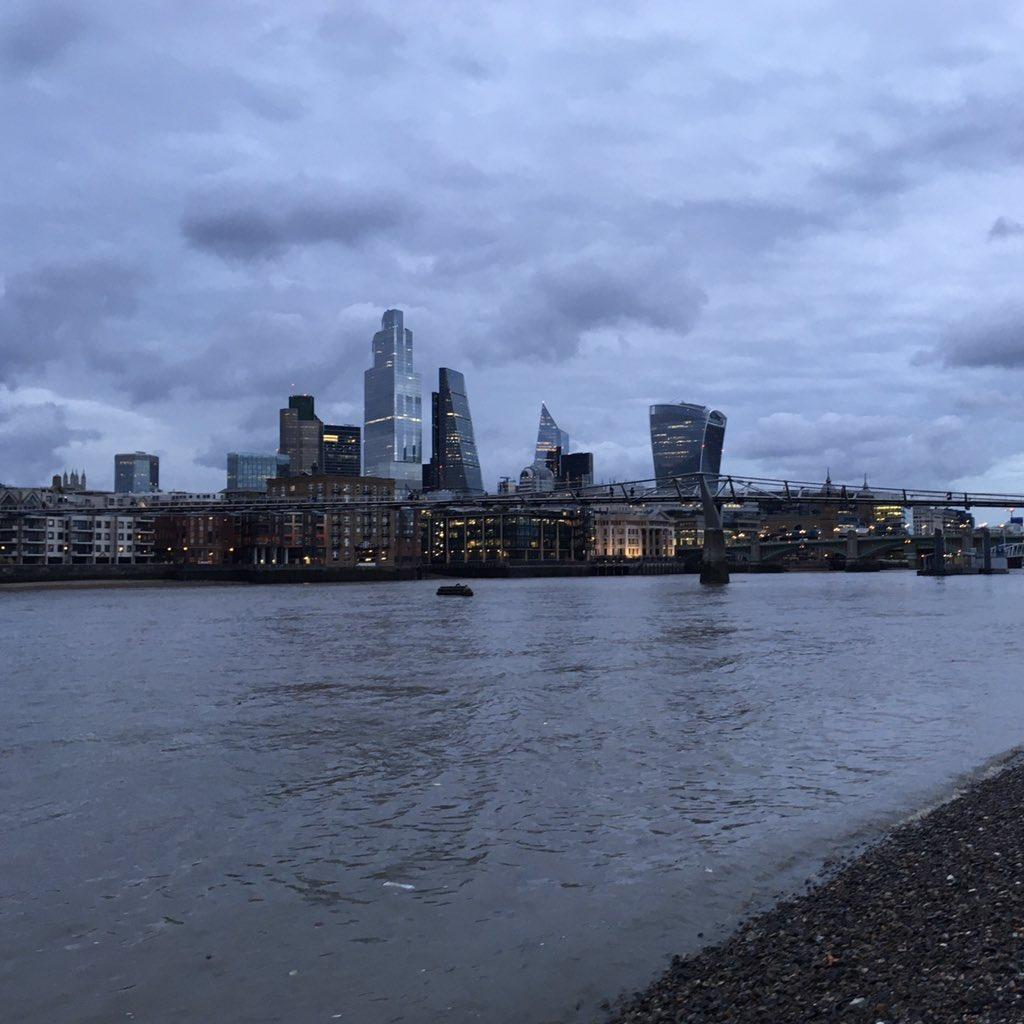 Good evening, London. https://t.co/9SKFBpCvfq