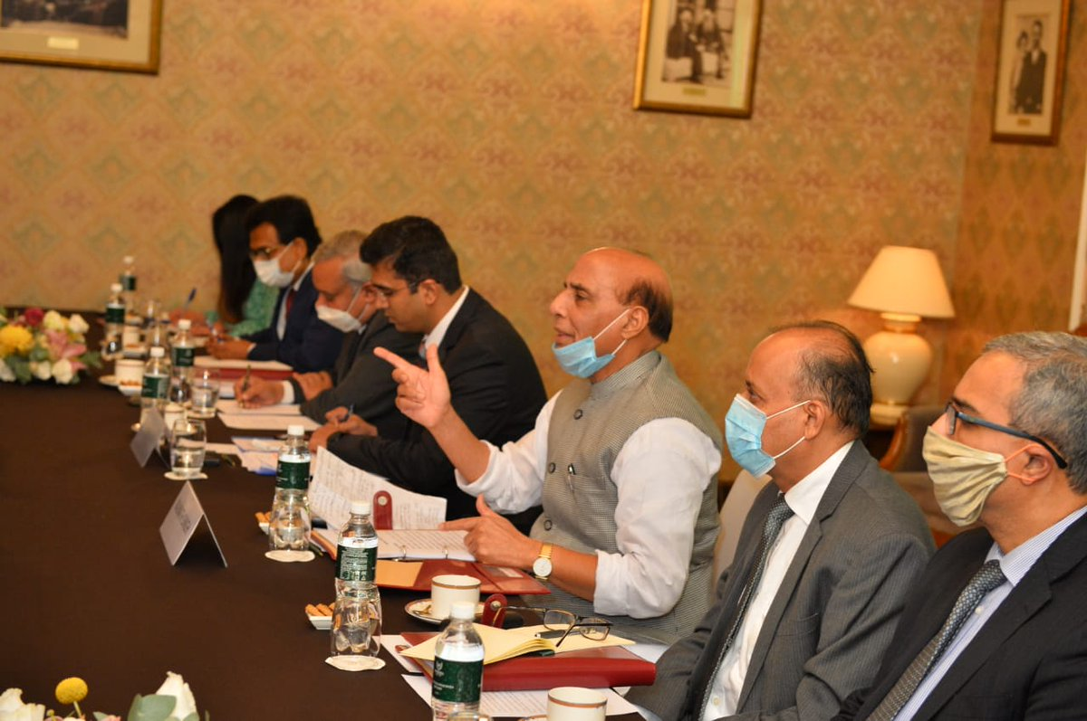 Defense Ministers of India and China meet in Moscow