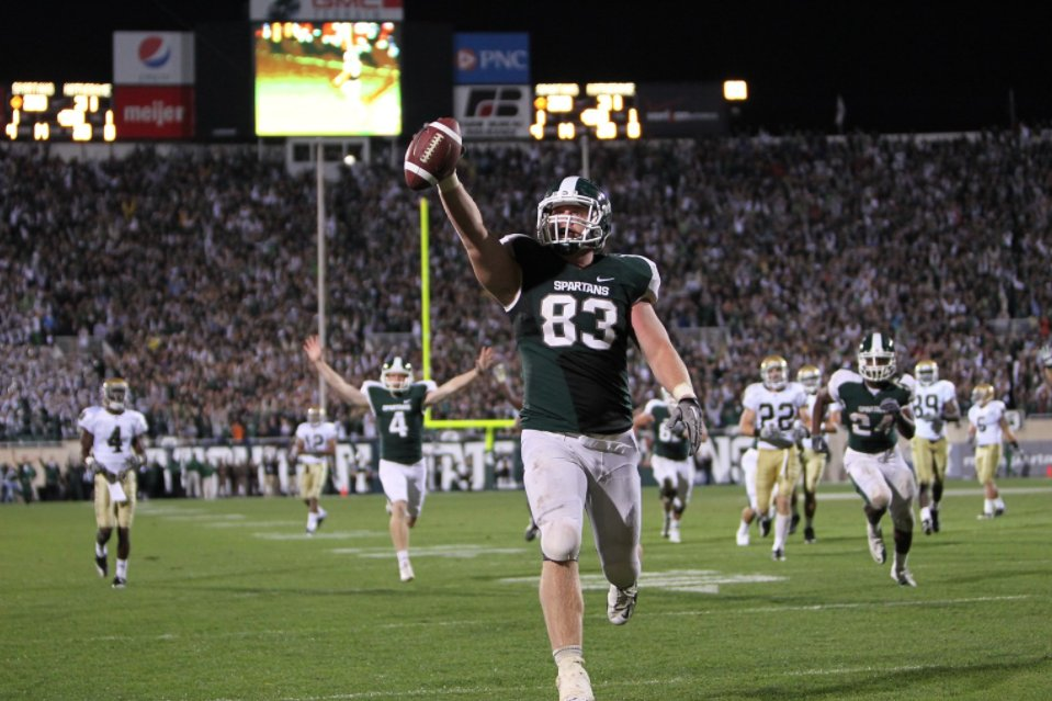 """Little Giants""  It's been called one of the greatest trick plays in college football history and you can watch the build up to it...   The 2010 classic MSU vs Notre Dame is airing NOW on @BigTenNetwork!   #GoGreen https://t.co/4EjIzzvh2j"