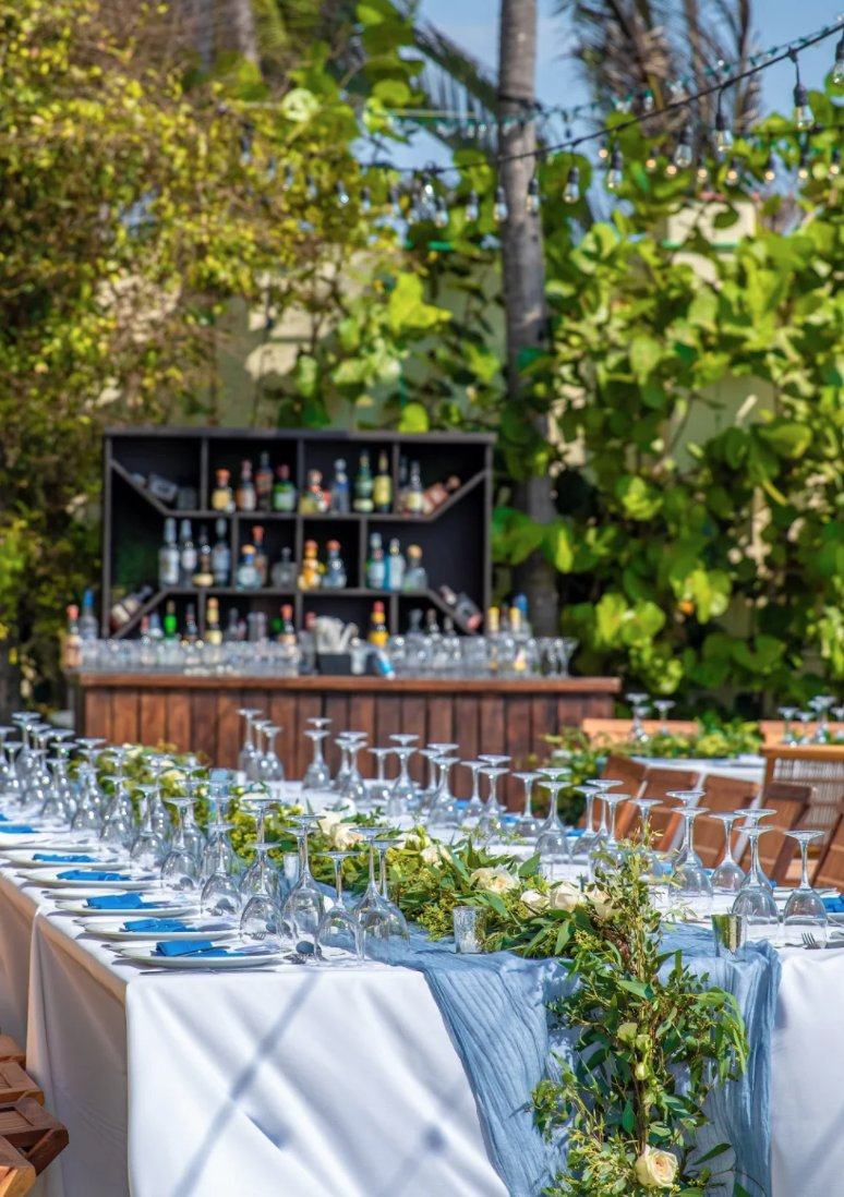 Lush greenery in the back looks stunning with your tables' decor!   »https://t.co/zc5LykIVXV  📍» @VallartaGV https://t.co/PNnmMnZkHI