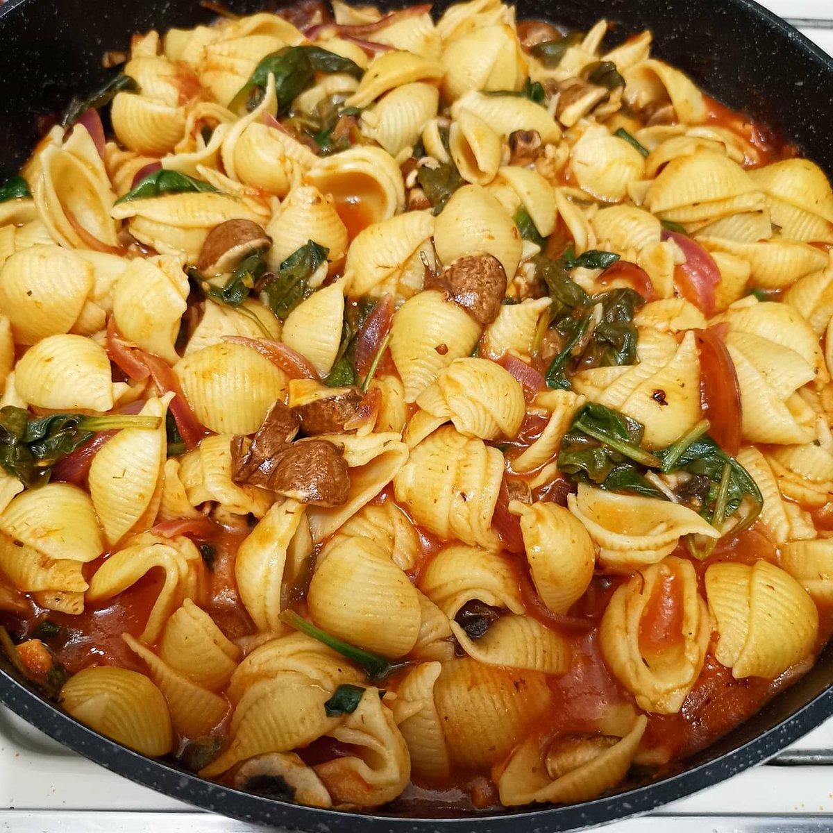 Vegan Pasta #vegan #pasta #comfortfood #lunch #almuerzo #organic #homemade #foodie #healthy #fitness #lifestyle #coffee #tea #abendessen #StayAtHome #eatathome #mushrooms #chef #healthyrecipes #料理写真 #おいしい #저녁식사 https://t.co/RQdQ3D4FxB