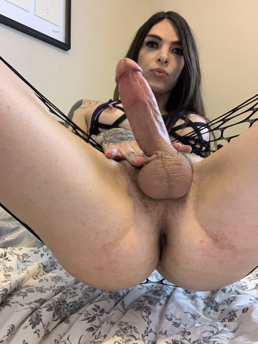 What would you do suck first or sit on it? https://t.co/CPJDVMCLWM