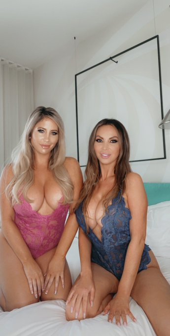 Raise your hands or your co**s if you want me to DM you xxx videos of @nikkibenz and I?  https://t.co/sKzAXM1jsR