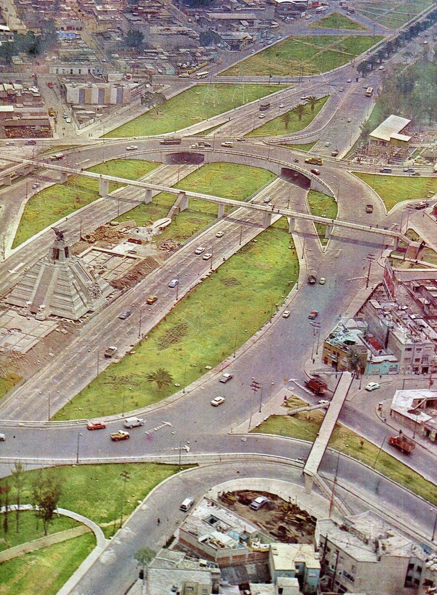 Una toma aérea del Monumento a la Raza y sus alrededores en 1963. https://t.co/lcOkehuEsQ