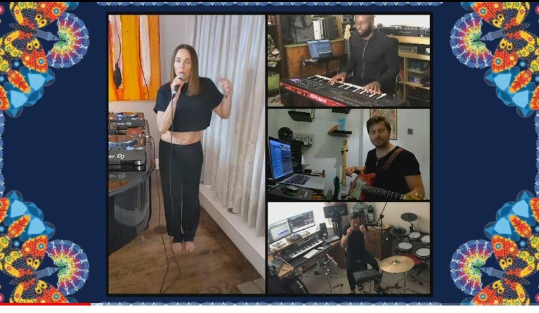 .@MelanieCmusic performou duas músicas no #BlackpoolIlluminations 2020, transmitido pelo canal da #MTVInternacional, no #Youtube.  Ela cantou #BlameItOnMe e #SayYoullNeThere.  Assista a partir de 8m55s:https://t.co/CNtpkJRQqr  Ah, não esqueça de dar like e comentar lá. https://t.co/cdKkOZZmos