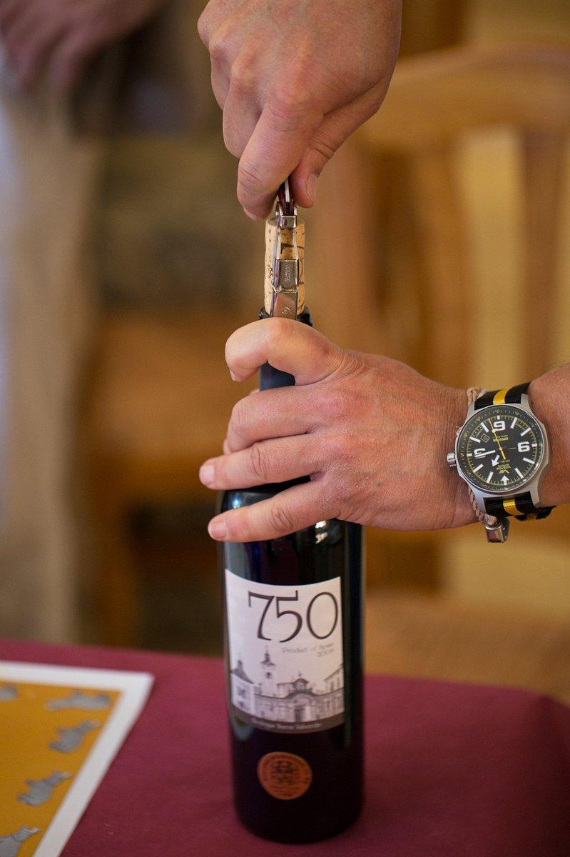 🍷 @ComunidadMadrid, tierra de vinos. Descubre los mejores @VinosdeMadridDO con experiencias únicas a través del programa #DescorchaMadrid: https://t.co/poFVfDv60b  #Juntos2020 #JuntosSomosUnMejorMadrid https://t.co/qwEqXfrwRx