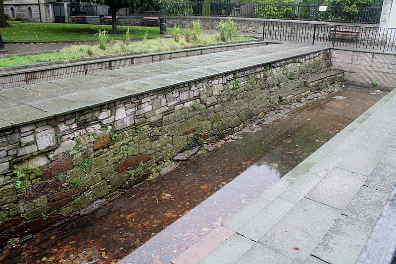 History is all around us in Cork if you know where to look! Like the old city walls visible in Bishop Lucey Park, or the remains of a cannon on the footpath near Tuckey Street! #CorkCityCouncil #IrelandsAncientEast #purecorkwelcomes #staycation2020 #PureCorkWelcomes https://t.co/I4wcYvtz2B