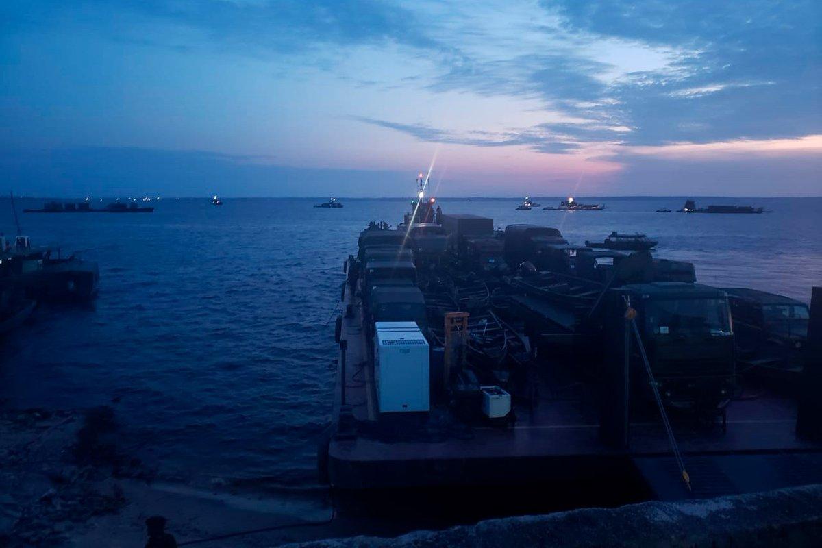 #CombateNaSelva - Após navegar por mais de 1600 km pelo Rio Solimões, 8º BIS chega a Manaus para participar da #OperaçãoAmazônia. A tropa desembarcou no Centro de Embarcações do CMA, onde passou por medidas preventivas de triagem e desinfecção. Acesse: https://t.co/0uGNaNSIGg https://t.co/b8VpaCgpJS