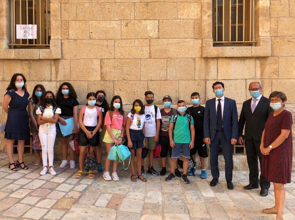 Les élèves du Lycée français de Jérusalem ont fait leur rentrée les 1&2 septembre. Malgré l'impatience de retrouver leurs camarades et professeurs, ils n'ont pas oublié les gestes barrières. Toutes les mesures sanitaires ont été prises pour garantir la sécurité de tous. https://t.co/74jKX14Zym