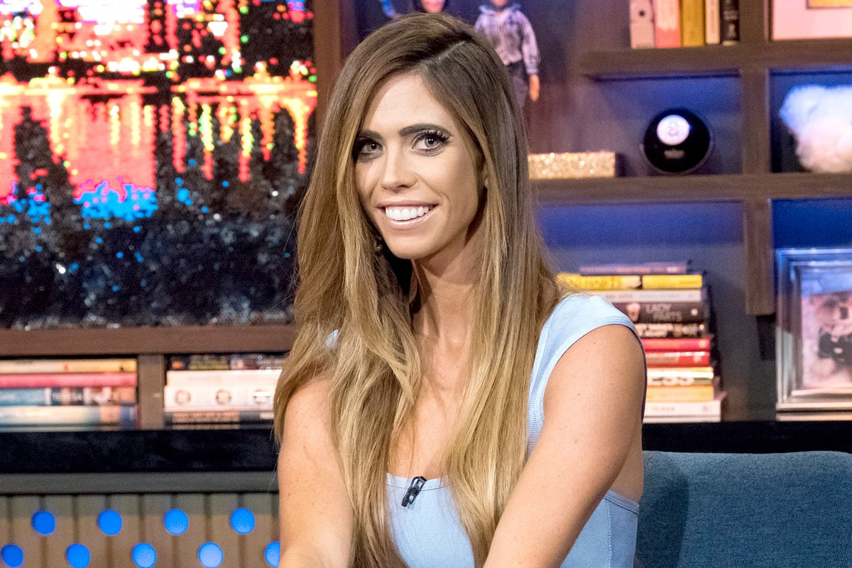 #RHOC alum @OCLydia is featured in the latest episode of #BravoDailyDish podcast and she's sharing her thoughts on Vicki Gunvalson and Tamra Judge leaving the show. Plus, hear about her new series Glitter Town!  Listen: https://t.co/JI8eLE1kXe https://t.co/DYKDJhZpJd