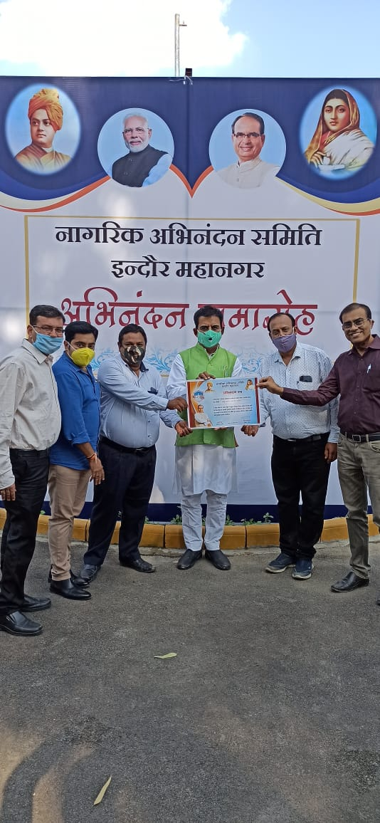 Shri @iShankarLalwani MP Indore felicitated @lubindia Indore Unit for its social work during lock down @RSSorg @BJP4India @BJP4MP @Bjp4IndoreMP https://t.co/dcnfO9BRJs