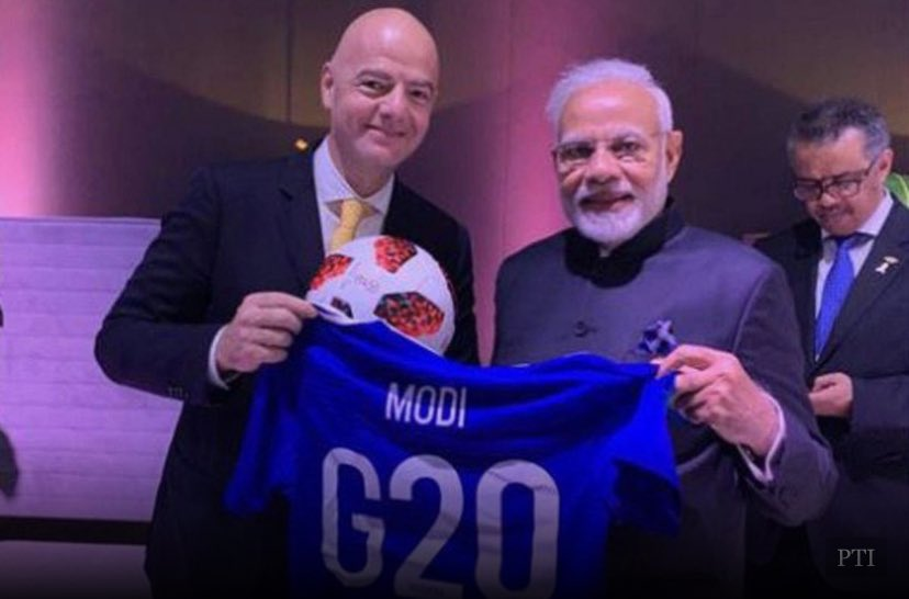 FIFA president gifted Modi a  special football jursey for overtaking Brazil in Covid 19 cases. Jai Ho. ✌️ https://t.co/m18isXF9BB