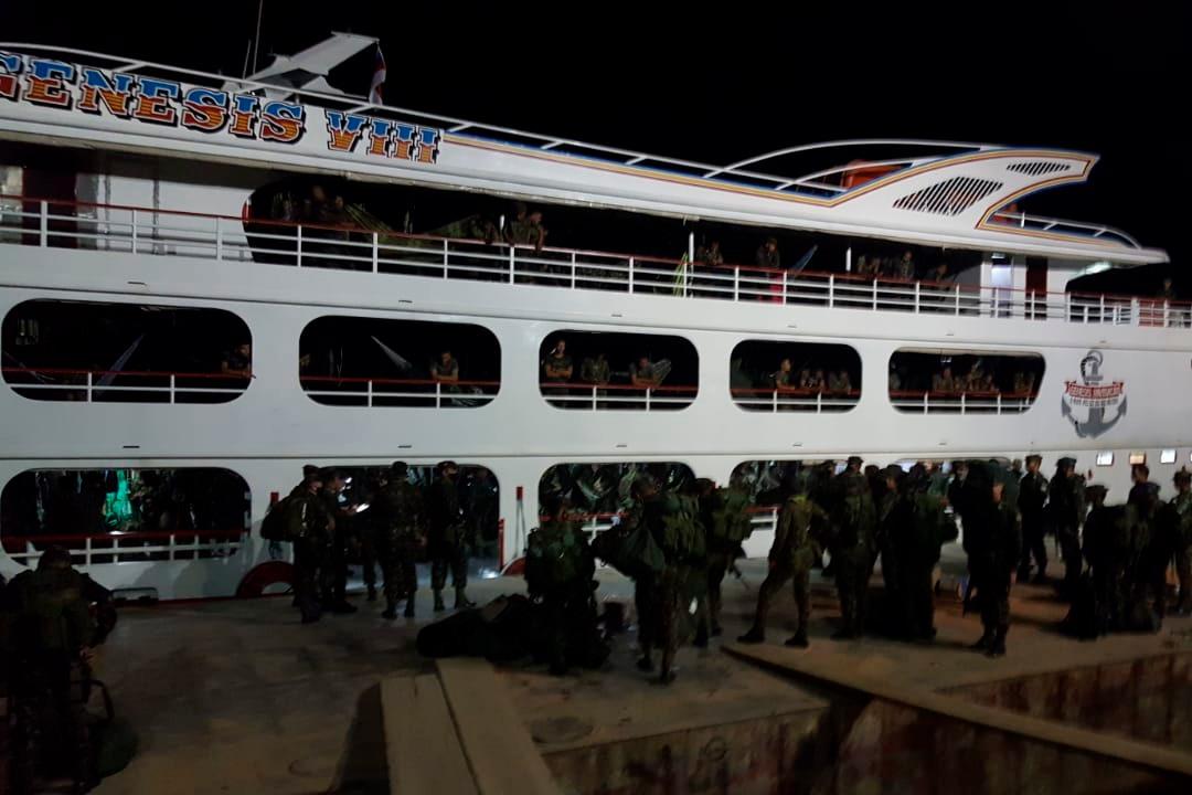 #SeuExércitoNuncaPara - O 3º Batalhão de Infantaria de Selva embarcou em Barcelos/AM na madrugada do dia 1º de setembro. Os militares seguem com destino a Manaus/AM para integrar o efetivo da #OperaçãoAmazônia. Veja mais no Hot Site da Operação: https://t.co/6c9zjzKhON https://t.co/CmvHVbWHCh