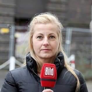 Das ist @KatrinW_BILD. Sie kauft Interviews mit minderjährigen Mitschülern des überlebenden Kindes im Tötungsfall von Solingen. Katrin arbeitet für @Bild, kennt also weder Gewissen noch Anstand oder Moral. Seid nicht wie Katrin! Bringt Euren Kindern bei, nicht wie Katrin zu sein! https://t.co/qBwCrfYJIB