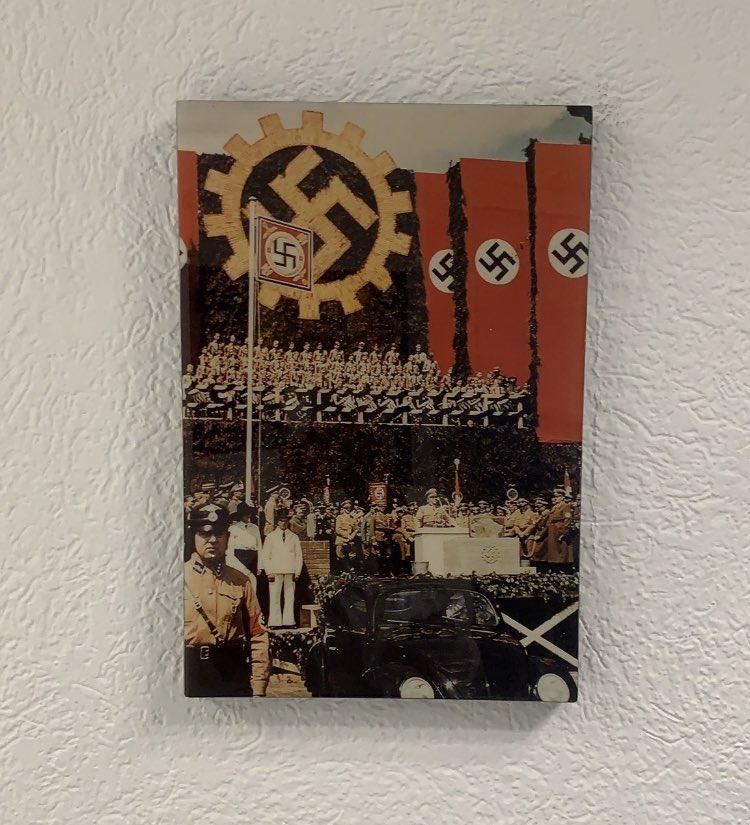 Vergüenza que en la agencia @Volkswagen_MX de Coyoacán estén colgadas estas fotos. Colgar una swastika es una apología al peor crimen de la humanidad  Quien es antisemita es homofóbico es racista.  Fotos de @FerEstrellas  Favor de RT para q @Volkswagen_MX de una posición oficial https://t.co/GFVbOEsV2X