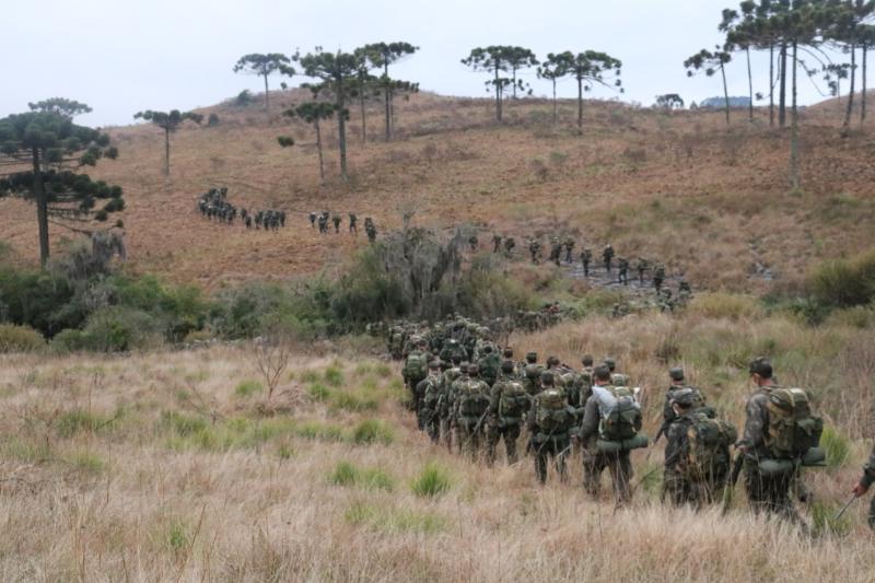Caxias do Sul/RS. O 3º Grupo de Artilharia Antiaérea realizou Exercício Militar na Reserva Natural Parque dos Pinhais, Distrito de Vila Seca, Caxias do Sul. @exercitooficial em adestramento constante. #BraçoForte https://t.co/gfISj08fYY