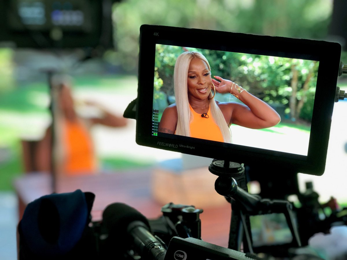 Replying to @WillieGeist: A new backyard interview at home with @MaryJBlige is next on #SundayTODAY, @NBC! ☀️