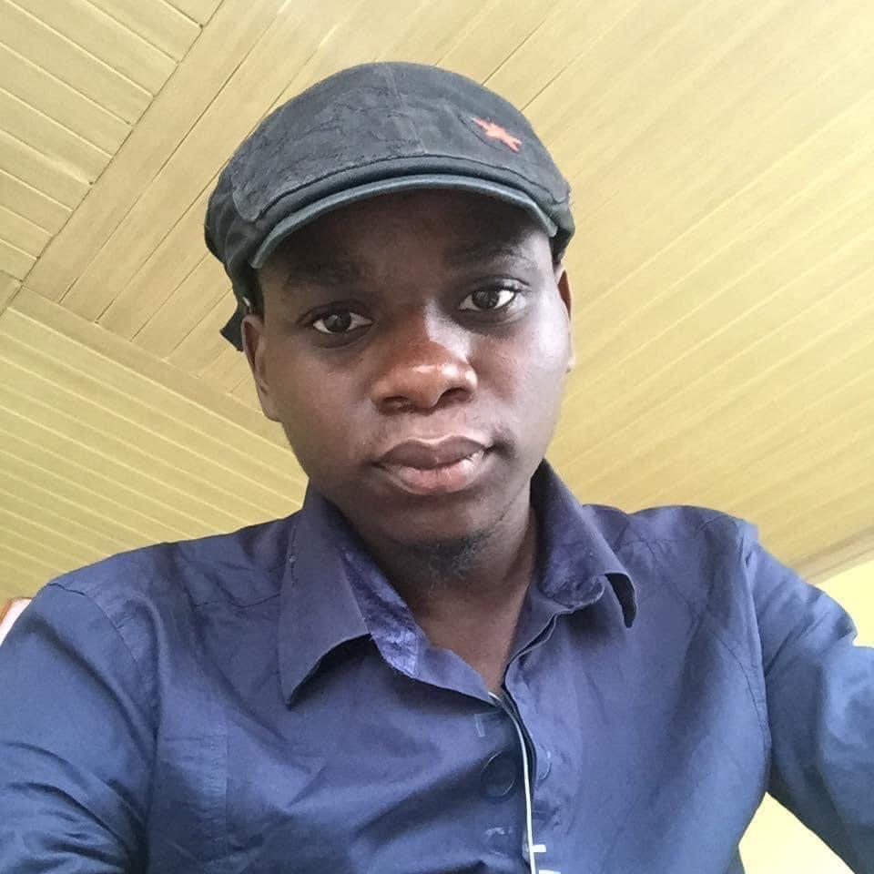 RDC : un entrepreneur de 23 ans fabrique des fers à repasser rechargeables, un premier du genre dans le pays